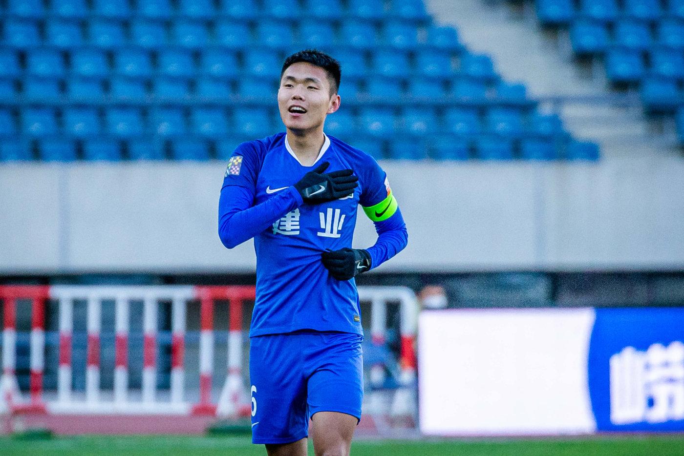 郑州日报:王上源场上风格硬朗,球员意志品质也是李铁选人标准-建业V