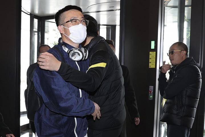 李铁:姜至鹏的父亲前天突然去世,我们把这场胜利献给他-建业V